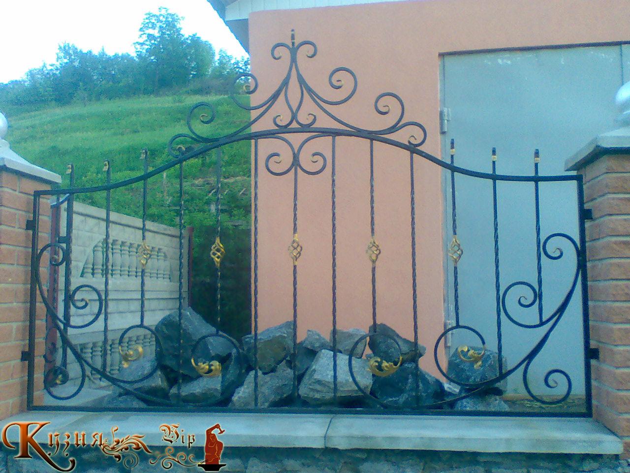 Узорный забор из металла своими руками